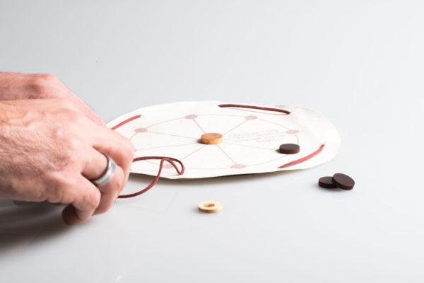 Σφαιρική Τριάς | Tabula Lusoria | αρχαία επιτραπέζια παιχνίδια όξυνσης | αρχαία Ελλάδα | tourist gifts | souvenirs | ιδιαίτερα δώρα | εταιρικά δώρα | www.tabulalusoria.com
